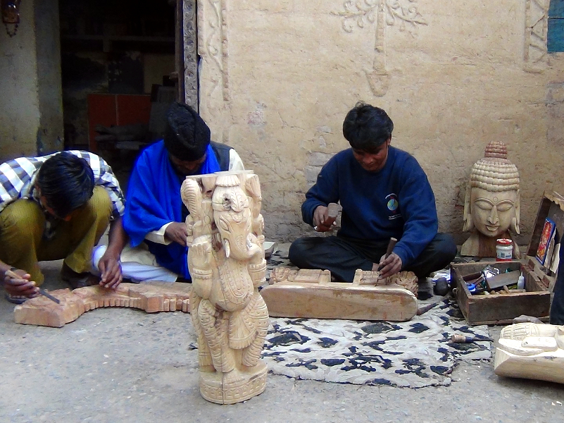 Wood sculptors at work