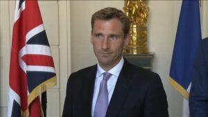 المملكة المتحدة وفرنسا للعمل معًا على حظر طريق المهاجرين: Philp