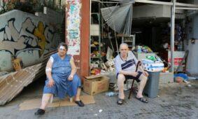 أصيبت امرأة في انفجار يوم الثلاثاء بجانب زوجها أمام بقالة متضررة في بيروت.