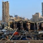 """""""نحن ملعونون"""": صدمة ويأس في بيروت بعد أن دمر الانفجار المدينة"""