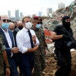 """ماكرون يقول إن """"لبنان ليس وحده"""" عندما يزور بيروت المنكوبة ، وسرعان ما يوجه لهجوم النفاق"""