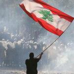 تواصل الإحتجاجات في لبنان والحكومة تترنح على وقع الإستقالات
