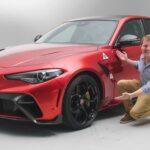 يفحص Shmee الحراس Alfa Romeo Giula GTAm ومقعديه