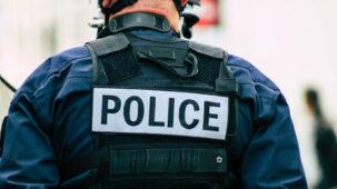 مسلح يحتجز أشخاصا رهائن في لوهافر الفرنسية ، وتقول تقارير إنه يطالب الفلسطينيين بحرية العبور إلى المسجد الأقصى
