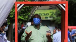 المصريون يصوتون لمجلس الشيوخ الجديد مع فرض إجراءات تقييدية لفيروس كورونا