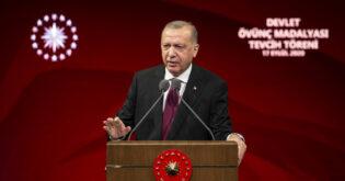 شرق المتوسط.. اتصالات تركية يونانية وأردوغان يؤكد: لن نسمح بعزلنا داخل شواطئنا
