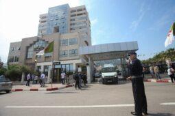 محكمة جزائرية تصدر أحكاما مشددة بالسجن على عائلة رجل أعمال مقرب من بوتفليقة