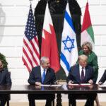 اتفاق التطبيع لا يلزم إسرائيل بوقف ضم الأراضي الفلسطينية وإيران تحذر من منحها قواعد بالمنطقة
