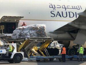 وصول الشحنة الثانية من مساعدات الإغاثة السعودية إلى السودان الذي اجتاحته السيول الخرطوم