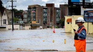 كم تكلف الفيضانات الاقتصاد العالمي