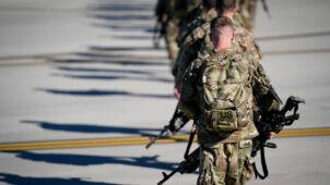 الجيش الأمريكي يدفع بتعزيزات عسكرية إلى قواته في شمال شرق سوريا