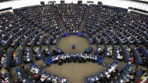 البرلمان الأوروبي يقف دقيقة صمت حدادا على المدرس الفرنسي الذي قُطع رأسه