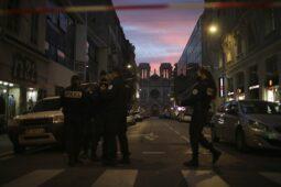 تونسي يحمل القرآن ويقتل 3 طعنات في كنيسة فرنسية