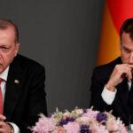 """أردوغان يقول إن ماكرون """"يحتاج إلى علاج"""" على موقفه تجاه المسلمين"""