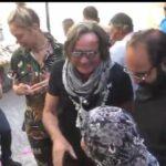 بالفيديو: محمد حديد والد العارضتين جيجي وبيلا يزور فلسطين ويستكشف سوق المزارعين