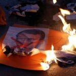 اجتذبت الاحتجاجات المناهضة لفرنسا عشرات الآلاف في جميع أنحاء العالم الإسلامي