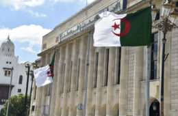 الكتل الجزائرية تطالب بمحاكمة فرنسا بسبب إهانات الإسلام