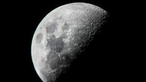 دراستان تكشفان احتواء القمر لكميات من المياه أكبر بكثير من المتوقع