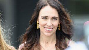 فوز ساحق لجاسيندا أردرين في الانتخابات العامة في نيوزيلندا - BBC News عربي