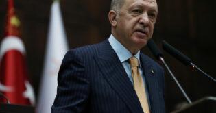 أردوغان يحذر من عمل عسكري في سوريا ويندد بضربة روسية