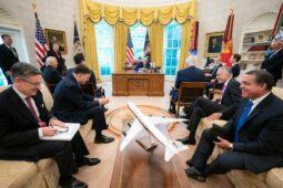 WSJ News Exclusive    لعبت عملية إنقاذ أمريكية سرية في اليمن دورًا في اتفاق السلام في الشرق الأوسط