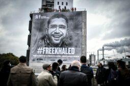 عمل باريس الفني يلفت الانتباه إلى صحفي مسجون في الجزائر