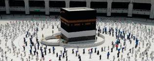 السعودية تستأنف الصلاة في المسجد الحرام بمكة المكرمة