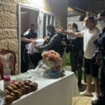 دماء ودموع بينما اقتحمت الشرطة الإسرائيلية حفل زفاف أثناء الإغلاق