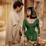 غال جادوت في دور كليوباترا هي خطوة إلى الوراء لتمثيل هوليوود