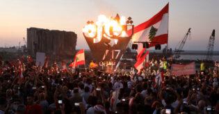 شارك المئات في مسيرة في لبنان بمناسبة عام من الاحتجاجات المناهضة للحكومة