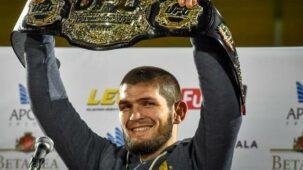`` نهنئه '': خبيب نورماغوميدوف أشاد به الكرملين بعد اعتزال UFC 254