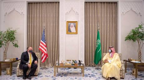 وزير إسرائيلي يزعم أن رئيس الوزراء التقى سرا مع ولي العهد السعودي ، والسعوديون ينفون التقرير ونتنياهو يرفض التعليق