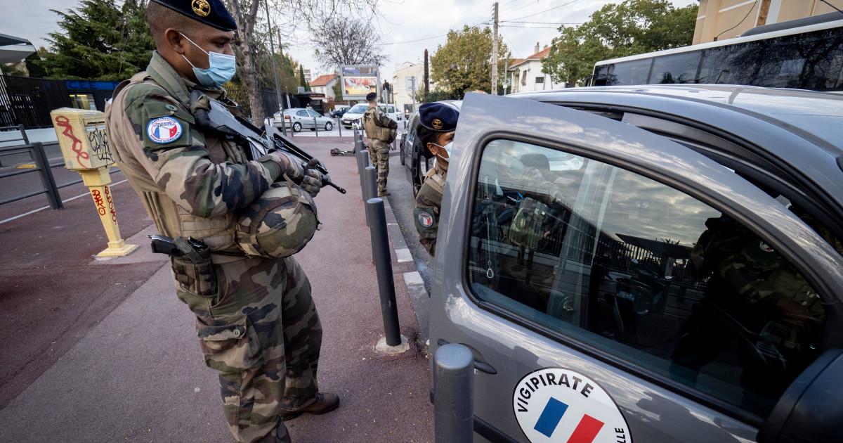 نيويورك تايمز: الشرطة الفرنسية تعامل أطفالا مسلمين كإرهابيين بعد رفضهم الرسوم المسيئة