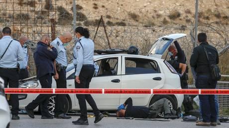 مقتل سائق فلسطيني برصاصة بعد اصطدامها بنقطة تفتيش اسرائيلية خارج القدس - الشرطة