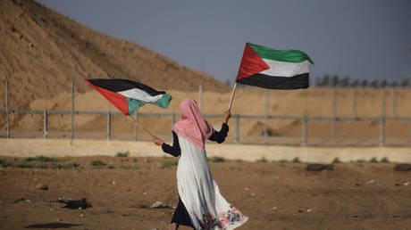 السلطة الفلسطينية تستأنف التعاون مع إسرائيل بعد أن قطع الرئيس عباس العلاقات قبل ستة أشهر