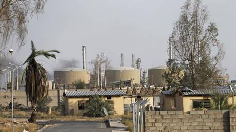 تبنى تنظيم الدولة الإسلامية المسؤولية عن هجوم صاروخي على مصفاة نفط عراقية