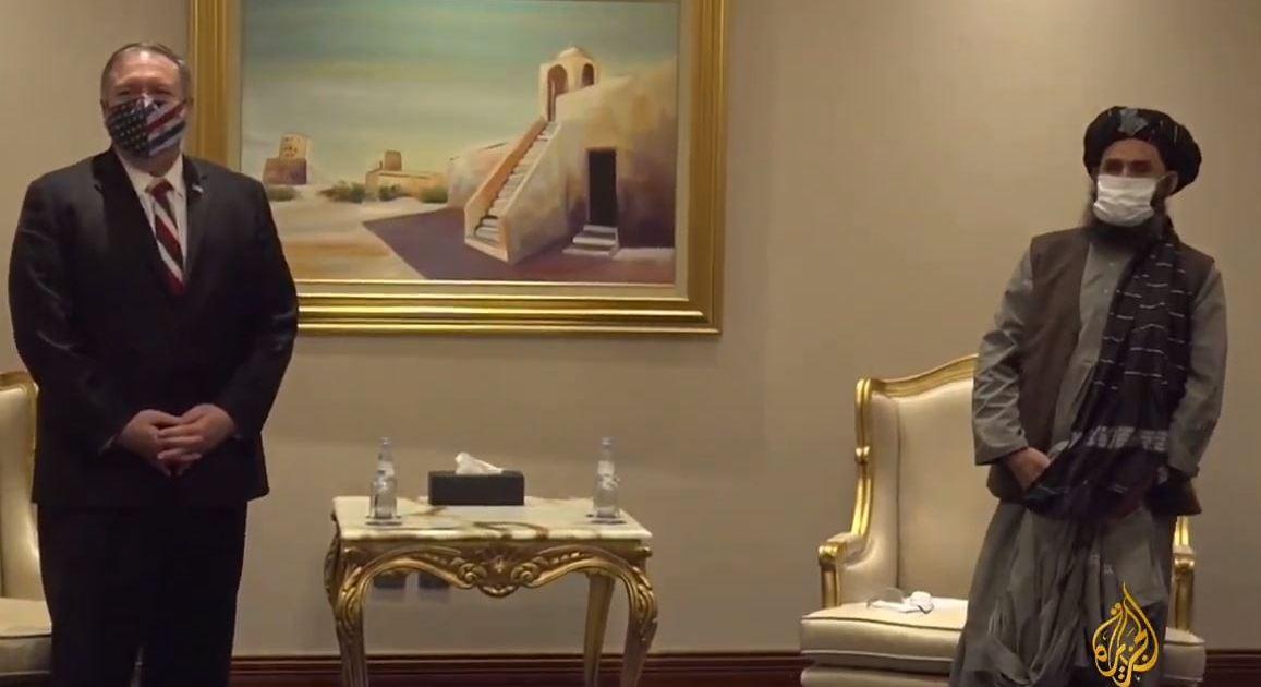 تباحث مع أمير قطر.. بومبيو يلتقي بالدوحة مفاوضين عن طالبان وحكومة كابل