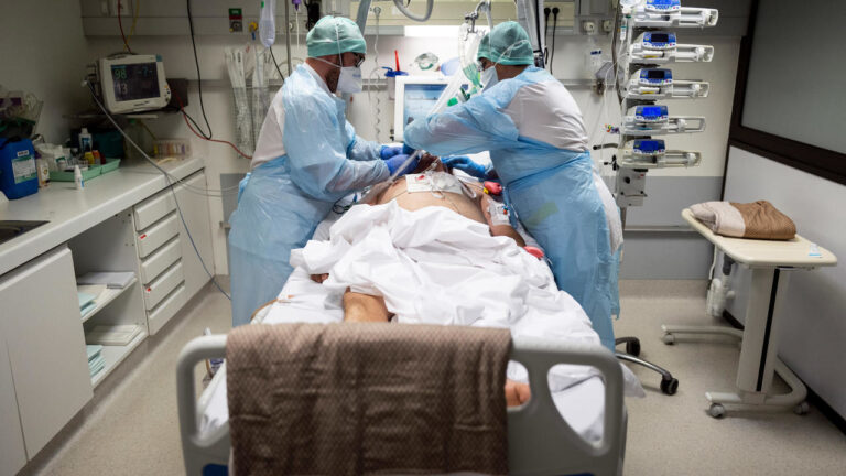 فرنسا: أكثر من 400 وفاة بفيروس كورونا خلال 24 ساعة وانخفاض في عدد مرضى العناية المركزة