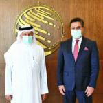 رئيس المركز الكويتي للإغاثة يلتقي المبعوث الأفغاني في الرياض