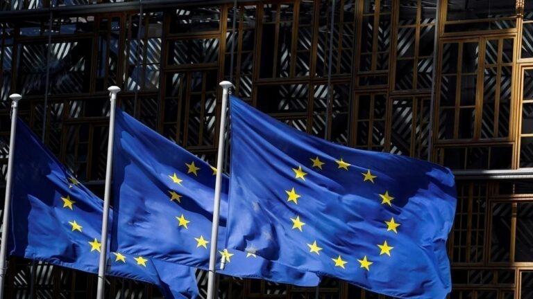"""الاتحاد الأوروبي يستعد لشراء 300 مليون جرعة من لقاح شركة """"فايزر"""" المضاد لفيروس كورونا"""