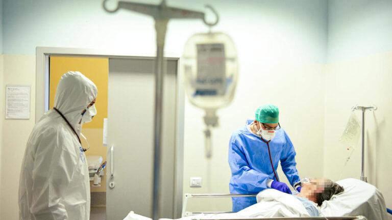 إيطاليا تتجاوز عتبة الـ60 ألف وفاة بفيروس كورونا