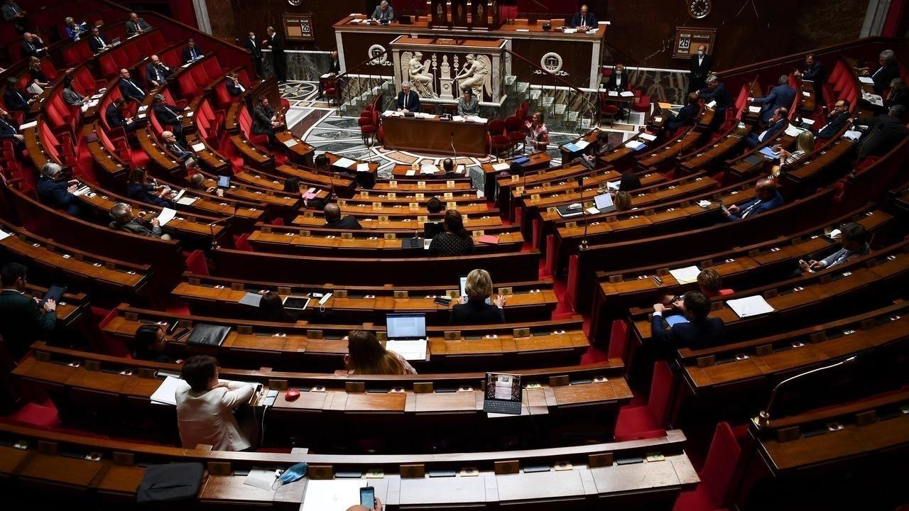 فرنسا: تقرير برلماني يشير إلى أخطاء وتقصير في إدارة وباء فيروس كورونا على مستوى القيادة