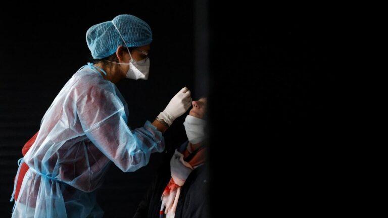 فرنسا: هدف خفض الإصابات اليومية بفيروس كورونا لما دون خمسة آلاف لا يزال بعيدا