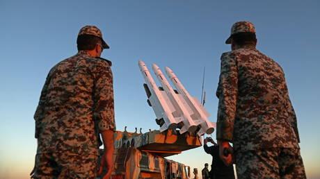 """تتحدى إيران """"بقوة"""" الأمن الإقليمي ، كما تزعم البحرين ، وتدعو إلى """"ضغوط لا هوادة فيها"""" على طهران"""