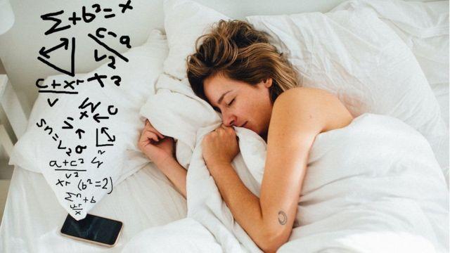 كيف تُسهم في مواجهة كوفيد-19 بهاتفك الذكي وأنت نائم؟ - BBC News عربي