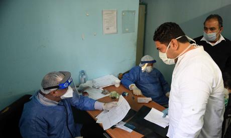 مصر تسجل 899 إصابة جديدة بفيروس كورونا و 58 حالة وفاة الثلاثاء - سياسة - مصر