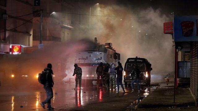 مئات المعتقلين في تونس مع استمرار الاضطرابات - BBC News عربي