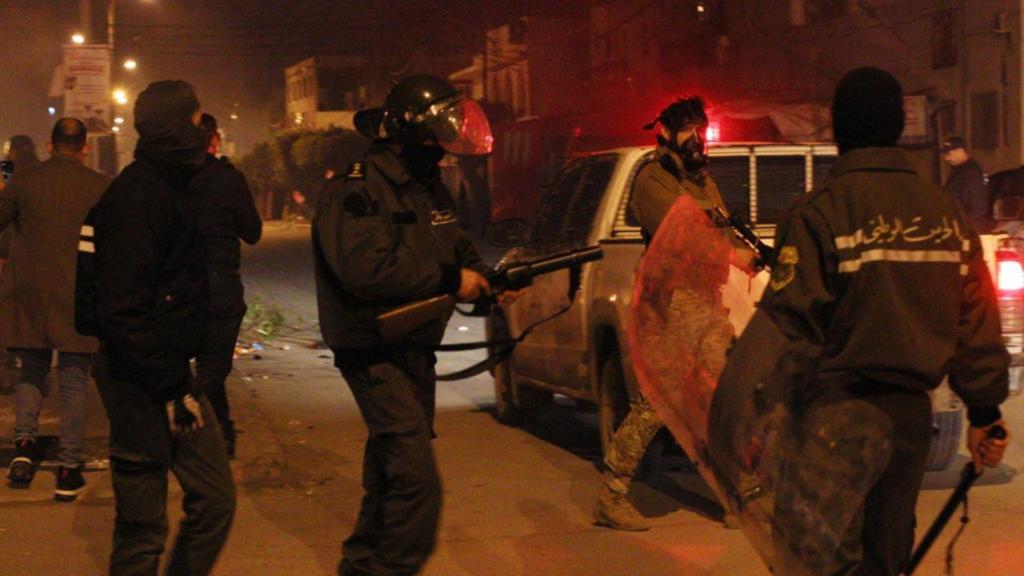 تونس تعتقل 632 شخصا وسط احتجاجات
