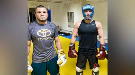 `` سيكون بطلاً للعالم '': مدرب خبيب مينديز يقول إن لاعب UFC الجديد عمر نورماغوميدوف يمكنه مواصلة إرث القتال لابن عمه