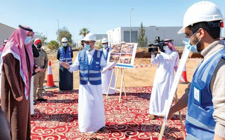 أمير الباحة يتفقد تطوير مطار الملك سعود